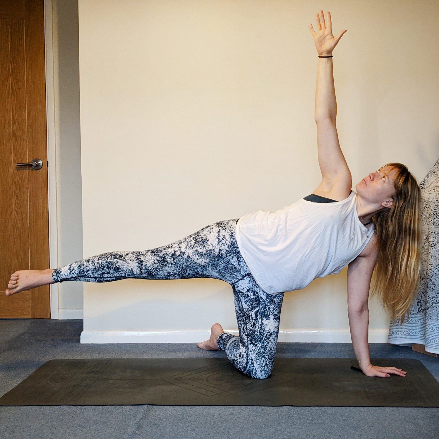 balancing posture with hand a knee to the ground and the opposite leg floating away from the ground